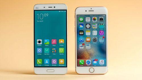 Xiaomi Mi5, uno smartphone bellissimo, qui a paragone con iPhone 6S. Non teme confronti per hardware e prestazioni, ma non è pronto per l'uso.